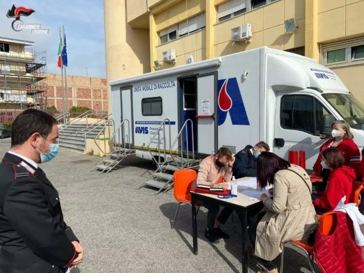 Raccolta di sangue nella caserma di Cirò Marina