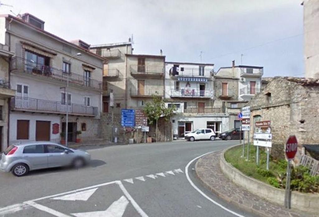 Manomissione partitore idrico: Indagato sindaco Cotronei