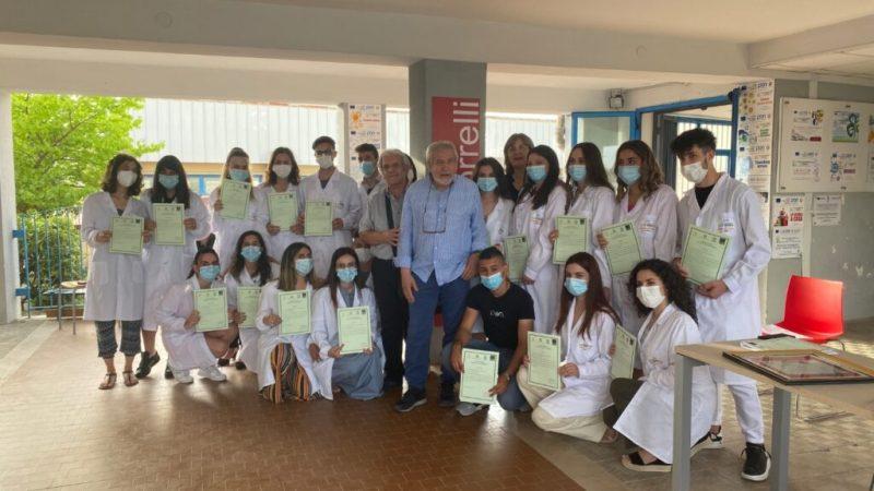 Al Borrelli cerimonia per la consegna degli attestati del Percorso Biologia con Curvatura Biomedica
