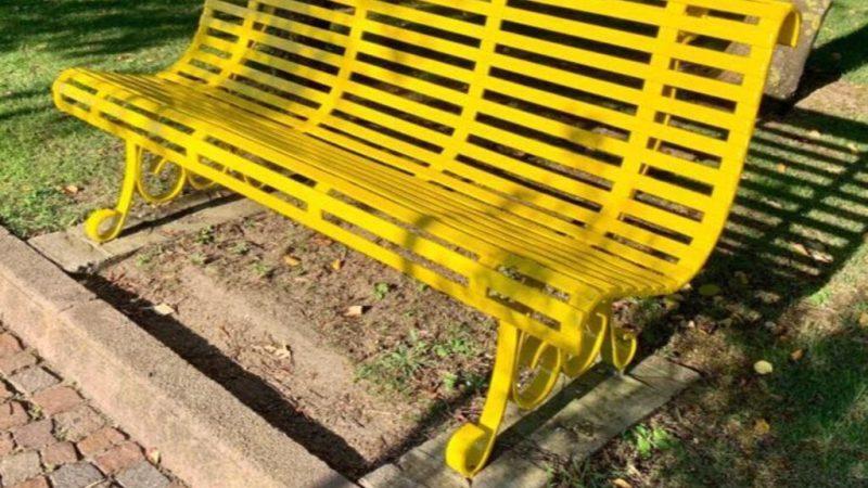 Benedizione a Crotone della panchina gialla contro il bullismo