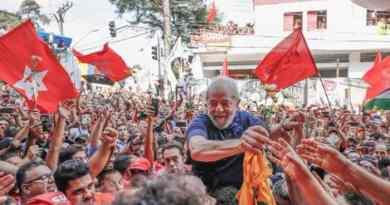Lula nos braços do povo em São Bernardo do Campo. Foto: Ricardo Stuckert