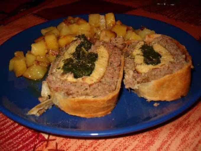 Polpettone ripieno di carne in crosta di pasta brise e patate arrosto Ricetta Petitchef