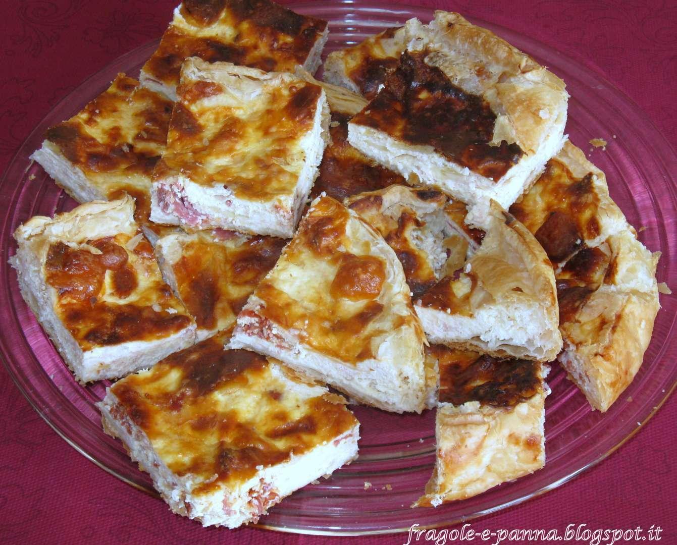 Pizza rustica ricotta prosciutto e salame piccante