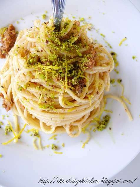 Spaghetti con bottarga pistacchi di bronte e zest di