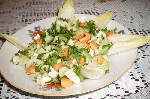 Salata de avocado cu telina, morcovi si andive