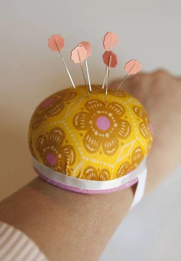 DIY  un portepingles  porter au poignet  Blog de Petit Citron Blog de Petit Citron