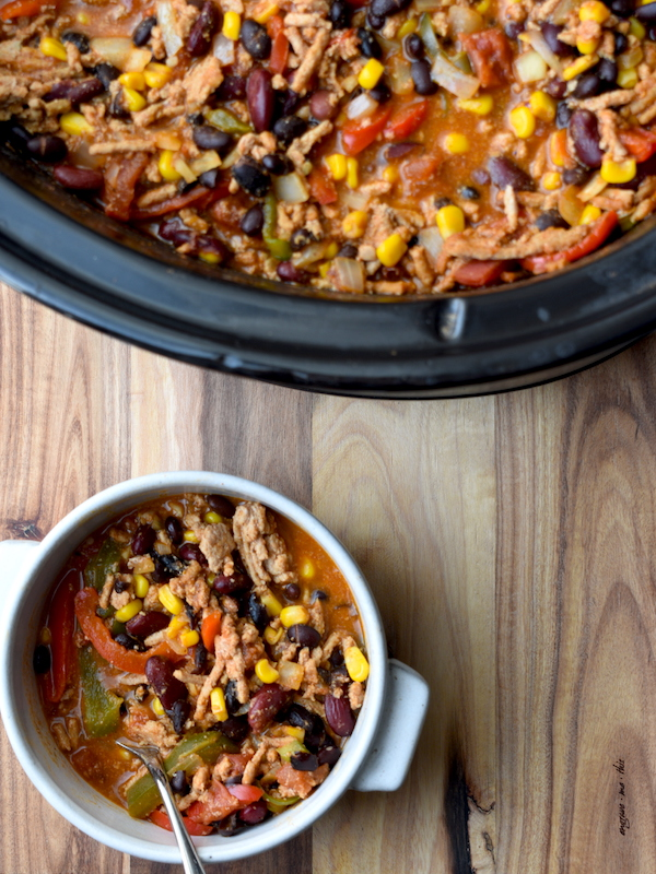 Skinny Enchilada Turkey Chili | Easy and healthy chili recipe with a fun twist! | PETITECHEFBLOG.COM