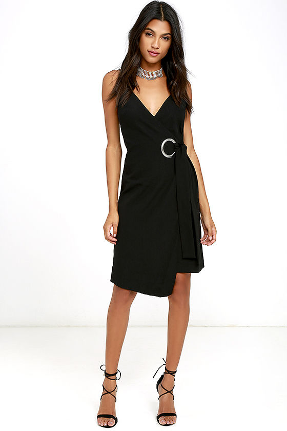 C/MEO ON THE LINE BLACK WRAP DRESS