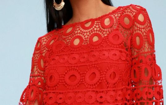 NEARNESS OF YOU RED CROCHET CROP TOP