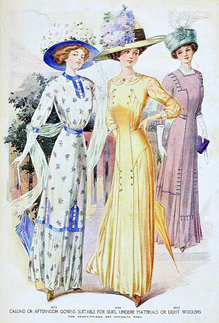 Womein in 1910 fashions.