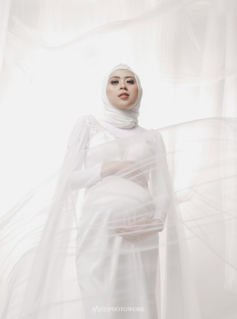 Hijab Maternity Photo