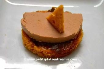 Toast au foie gras sur pain d'épice et confit d'oignons