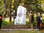 Esterházy János szobra Tatabányán - leleplezés előtt