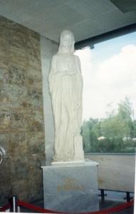 Szent Borbála szobor a megyei kórházban