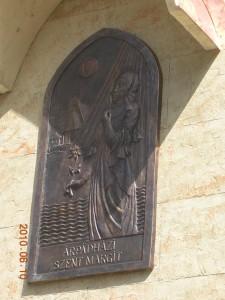 Árpádházy Szent Margit domborműve Tatabányán.