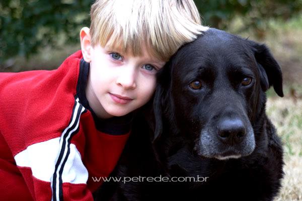 Pediatra diz que crianças vêem no animal de estimação um irmão