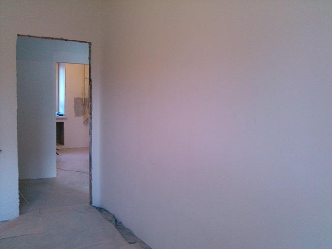 шпаклеванная стена