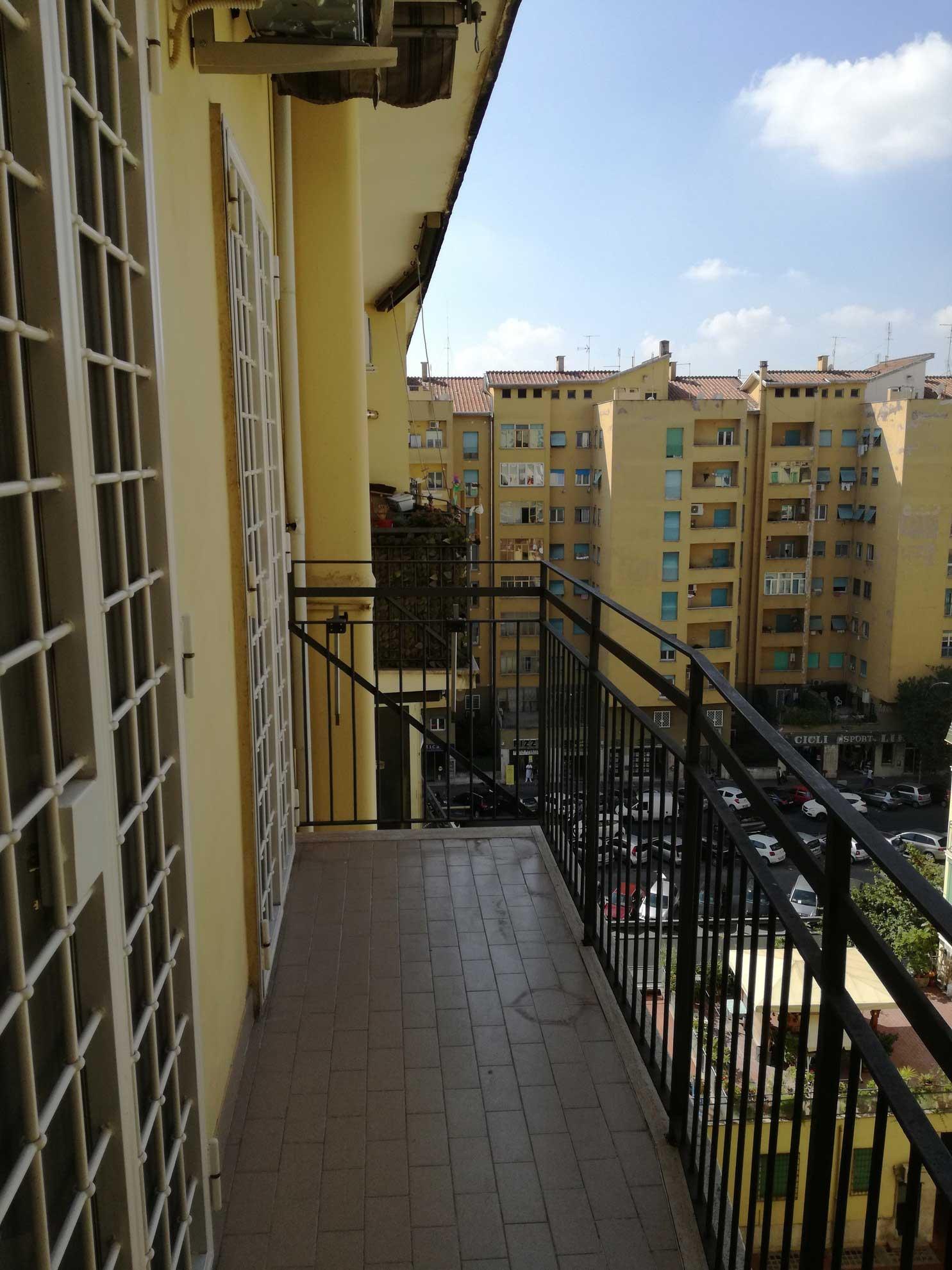 Trilocale in Vendita a Roma Don Bosco  Petrucci Immobiliare