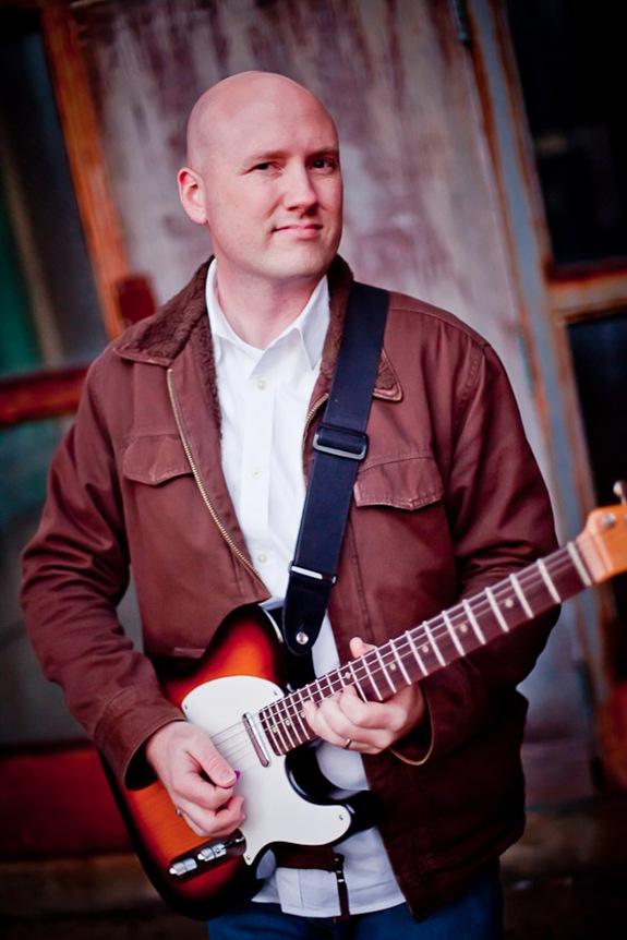 Randy Morser holding his guitar