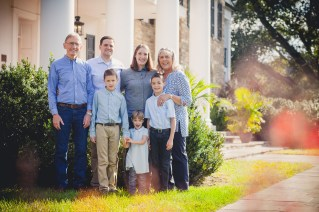 beautiful-family-revisits-the-glenview-mansion-petruzzo-photography-03