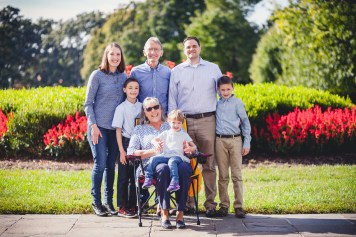 beautiful-family-revisits-the-glenview-mansion-petruzzo-photography-08