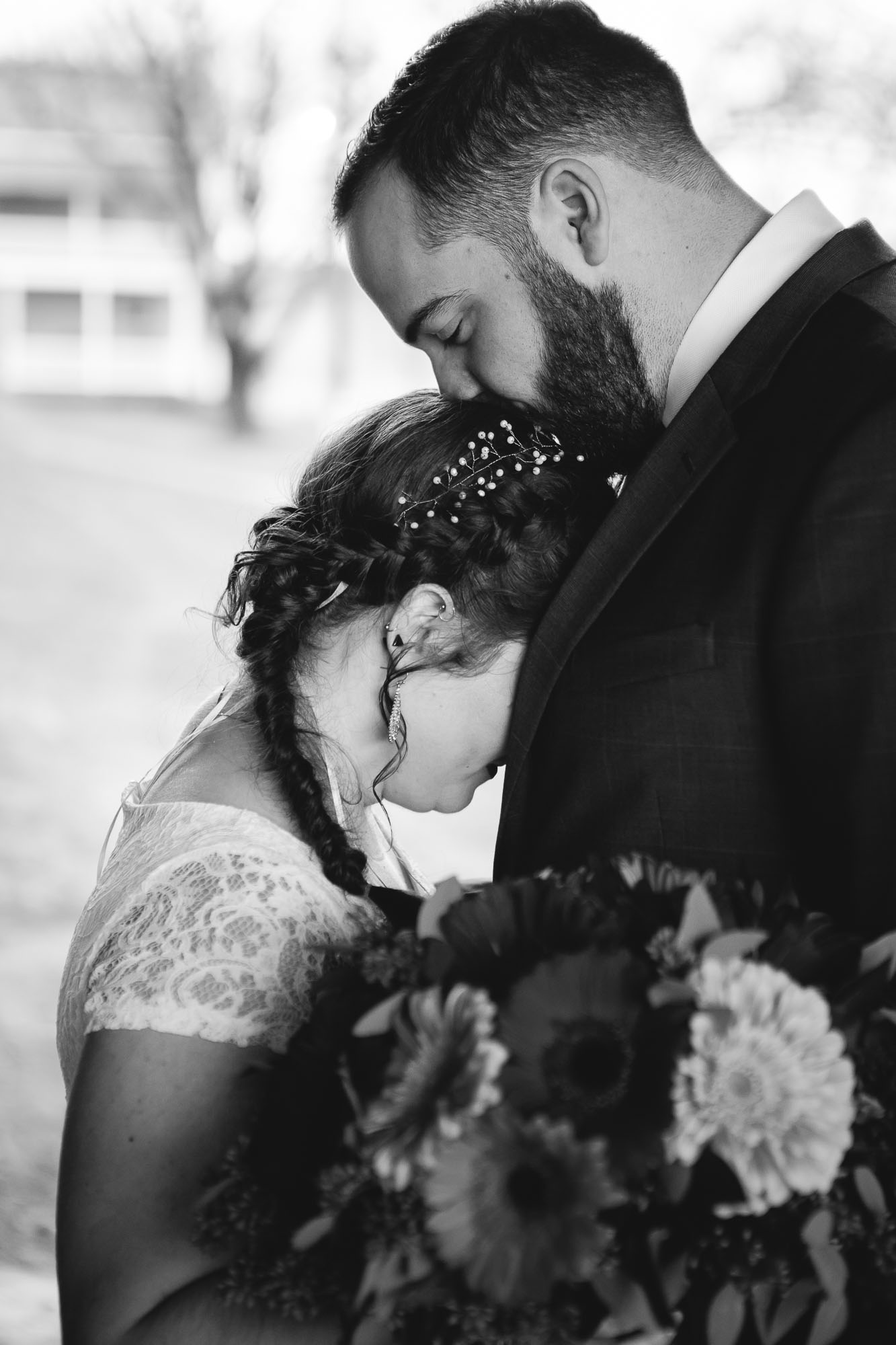 Bright Wedding On a Dreary Day at Linganor Wines 11