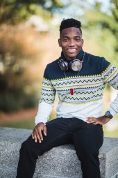 A Meandering Senior Portrait Session on the Streets of Downtown DC 03