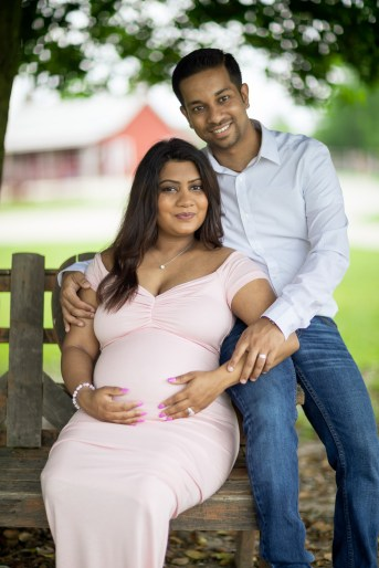 A Beautiful Maternity Session from Felipe at Kinder Farm Park 17