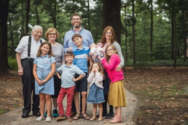 Felipe Didn't Let Rain Stop This Family Session at Lyndon Baines Johnson Memorial Grove in DC 01