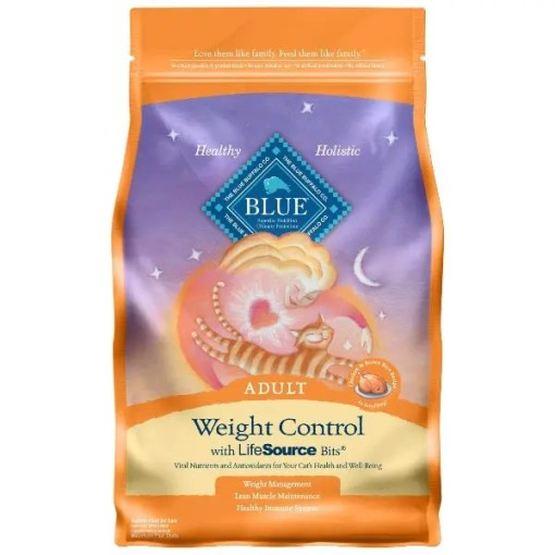 Blue Buffalo Weight Control Chicken & Brown Rice Recipe Adult Dry Cat Food, 7-lb Bag.