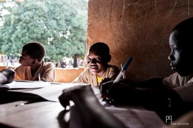 Cours d'anglais au CEG Houègbo qui compte presque 3000 élèves pour seulement 39 salles de cours. // Houègbo - 2013