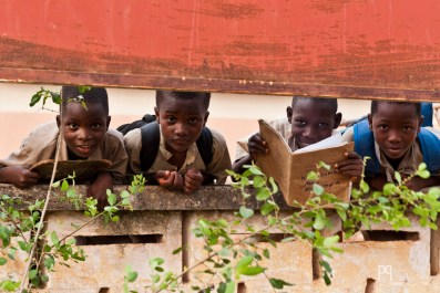 À la sortie de l'école primaire. // Allada - 2012