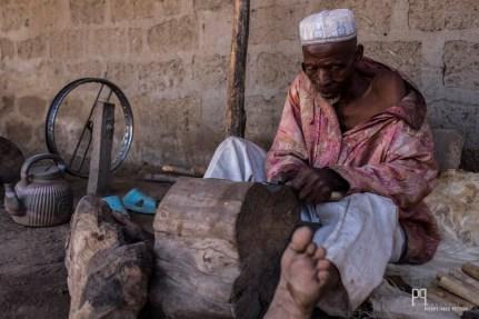 L'affûtage des lames requiert de la dextérité et de l'expérience. // Banikoara - 2017