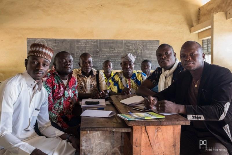 """Chaque mercredi matin, les enseignant d'un même établissement se rencontrent pour les """"animation pédagogiques"""". Ici le groupe de philosophie du CEG Sékou (plus de 2000 élèves pour 22 salles de classe). // Sékou - 2014"""