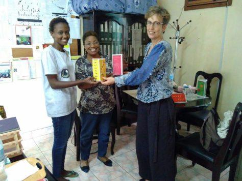 Projektleiterin Jojce Vessy (links) und Aginatha Rutazaa von der Tusonge Community Development Organisation