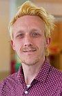 Das Foto zeigt ein Portrait von Julian Tepling