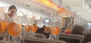 """Les masques sont tombés sans raison dans cet A380... Les pilotes ont choisi de se poser pour tout ranger, mais l'appareil aurait pu continuer son trajet sans problème. Photo """"Up in the sky/Bart Dorreboom"""""""