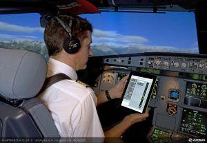 Les pilotes possèdent également une documentation sur laquelle toutes les caractéristiques de tous les aéroports sont indiquées. Ces informations sont également disponibles sur tablette, plus rapides d'accès et plus légères...