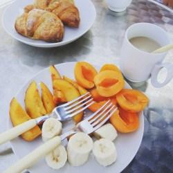 Cornetti und Obst