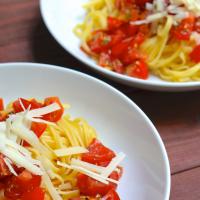 Spaghetti Aglio e Olio mit Tomaten