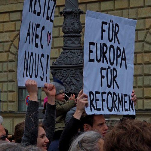 Restez avec nous -bleibt bei uns. Der erfolgreiche Aufruf an die niederländischen Wähler geht nun auch an die Franzosen bei #Pulseofeurope in München.