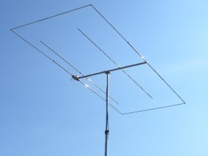 Dual-band antenna. An Moxon for 28 Mhz and 2-element for 50 Mhz. Boom=1,5 meters, total width=4 meters.