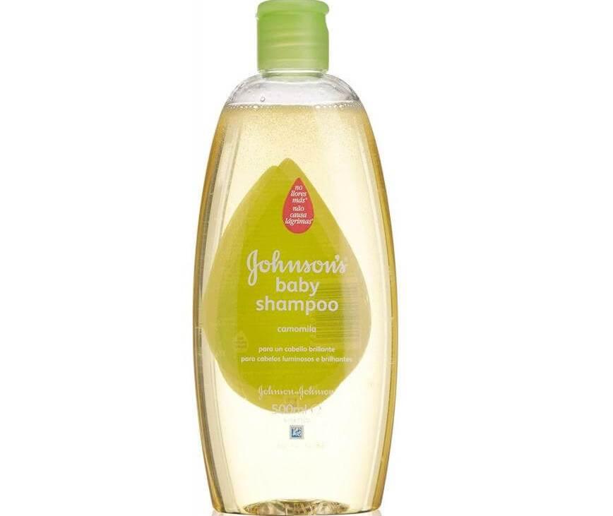 Johnsons Baby Shampoo Σαμπουάν με Χαμομήλι που Διατηρεί το Ανοιχτό Χρώμα και τη Λάμψη των Ξανθών Μαλλιών 500ml