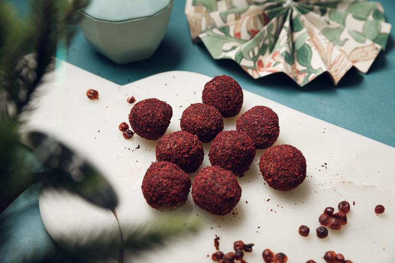 Juliga pepparkaksbollar med lingonpulver