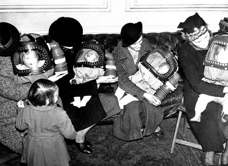 masques a gaz parents bebes