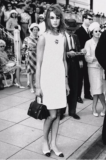 8-photos-anciennes-de-femmes-jean-shrimpton-minijupe