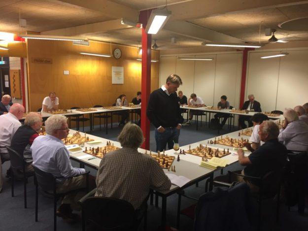 Jan-Aart van der Steen gaf op maandag 4 september 2017 een simultaan bij schaakclub Philidor