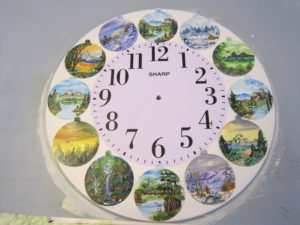 ice cream lid clock/