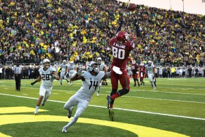 Washington State wide reciever Dom Williams catches a pass for a touchdown with one second left to force overtime. The Oregon Ducks face the Washington State Cougars at Autzen Stadium in Eugene, Oregon on October 10, 2015 (Kyle Sandler/ Emerald).
