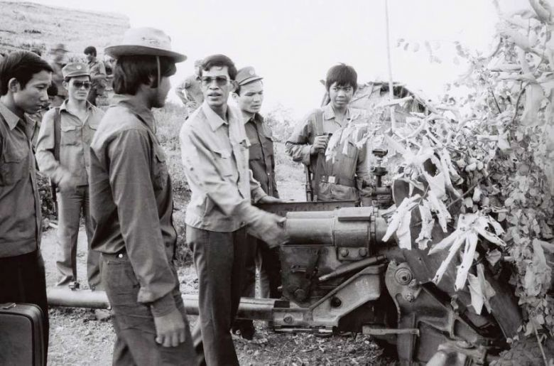Hun Sen talks to soldiers at a military installation in 1983 during an inspection of the site. AKP